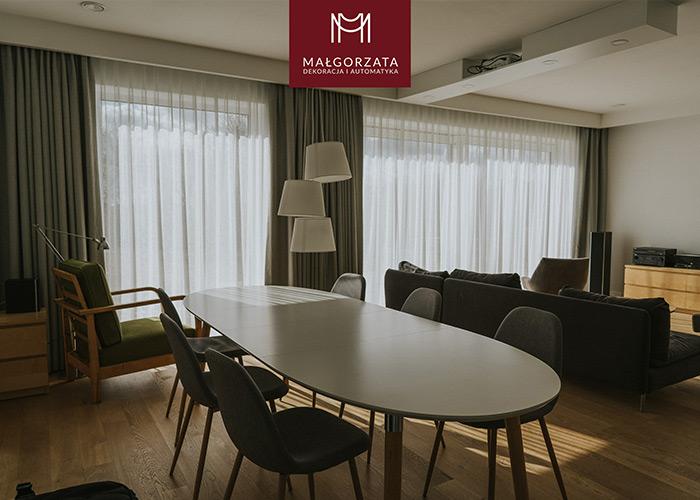 Zasłony i firany w loftowo-nowoczesnym salonie